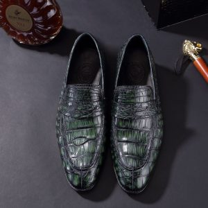 Crocodile Pattern Hasp Pointed Shoes